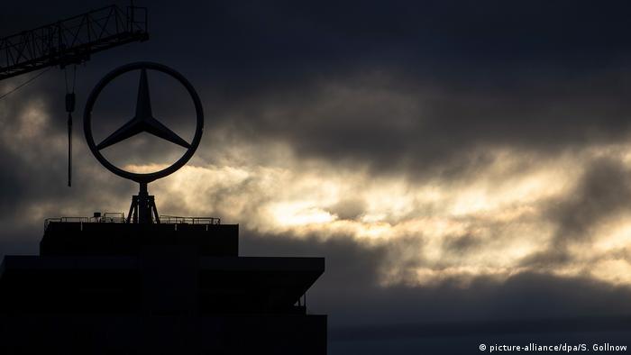 Deutschland Stuttgart | Daimler-Werk in Untertürkheim (picture-alliance/dpa/S. Gollnow)