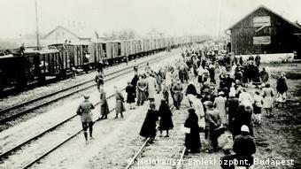 Θάνατος ή ζωή – Η «επιλογή» γινόταν με το που κατέβαιναν οι Εβραίοι από τα τρένα στο Άουσβιτς Μπίρκεναου