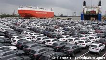Автомобили Mercedes-Benz в порту Бремерхафена