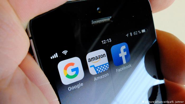 Apps von Amazon, Google und Facebook (picture-alliance/dpa/S. Jaitner)