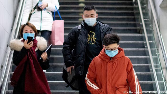 жители Китая в защитных масках