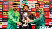 Bangladeschs und Pakistans Cricket team Captains Mahmood Ullaha und Babar Azam