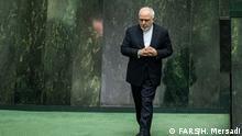 Mohammad Javad Zarif, iranischer Außenminister, muss Fragen der Parlamentarier beantworten.
