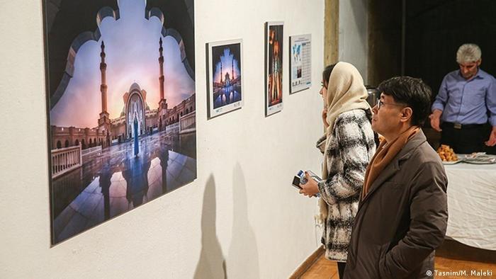 مراسم افتتاحیه هفتمین جشنواره بینالمللی عکس خیام عصر روز جمعه ۲۸ دی (۱۷ ژانویه) در فرهنگسرای نیاوران با حضور میهمانان خارجی برگزار شد. در این دوره حدود ۱۹ هزار قطعه عکس از هنرمندان ۶۰ کشور به جشنواره ارسال شد. این جشنواره که با مجوز و استانداردهای فدراسیون بینالمللی هنر عکاسی (فیاپ) و (PSA) برگزار شد تا چهارم بهمن دایر بود.