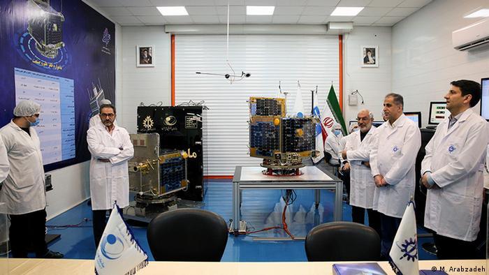 مراسم تحویل ماهوارههای ظفر ۱ و ظفر ۲ یکشنبه ۲۹ دی (۱۹ ژانویه) در دانشگاه علم و صنعت برگزار شد و این ماهوارهها از سوی این دانشگاه به سازمان فضایی ایران تحویل داده شدند.