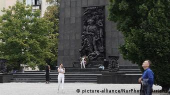 Памятник героям восстания в Варшавском гетто