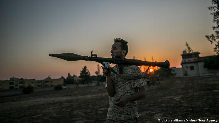 Libyen Tripoli 2019 | Kämpfer der GNA (picture-alliance/Xinhua News Agency)