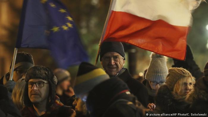 Protest w Warszawie przeciwko ustawie dyscyplinującej sędziów