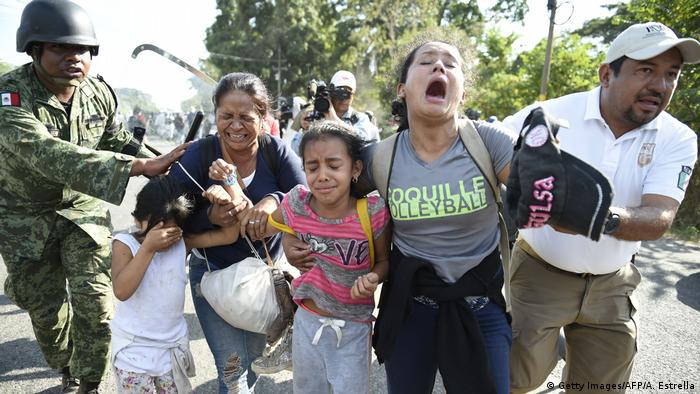 Central American migrants headed towards the US are detained by Mexican forces