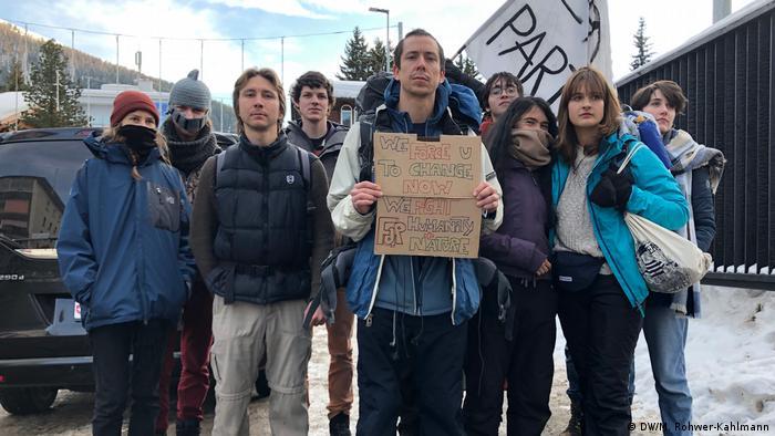 Apesar da aparente mudança nas percepções de empresas sobre sustentabilidade, manifestantes em Davos continuam céticos