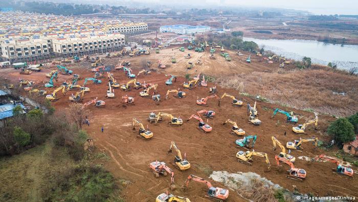China Baustelle eines neuen Krankenhauses in Wuhan (imago images/Xinhua)
