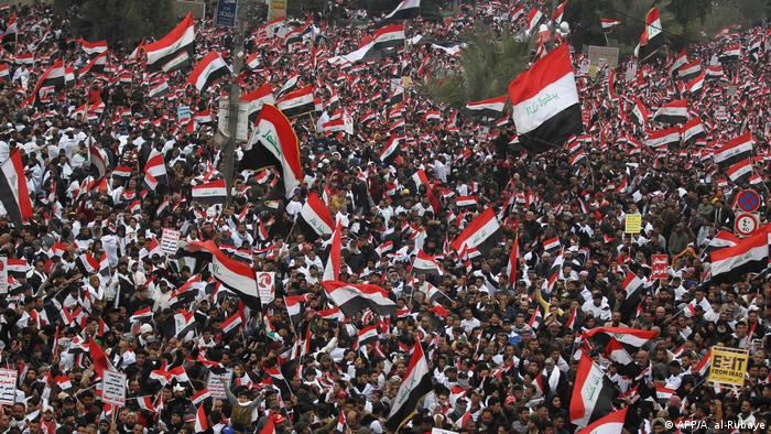 Thousands wave Iraqi flags at anti-US protest
