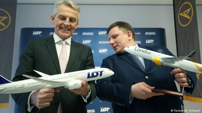 Condor CEO Ralf Teckentrup and LOT CEO Rafal Milczarski in Frankfurt (Reuters/R. Orlowski)