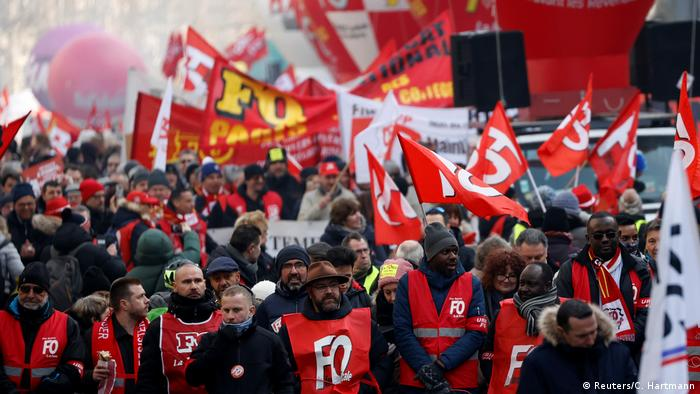 French union members on the street protesting (Reuters/C. Hartmann)