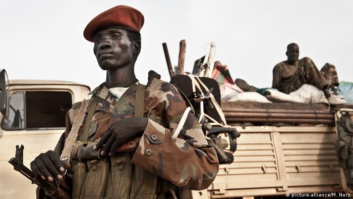 Sudan Soldaten der People's Liberation Army SPLA in Turalei (picture-alliance/M. Norz)