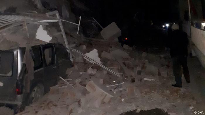 Depremde binalar hasar gördü