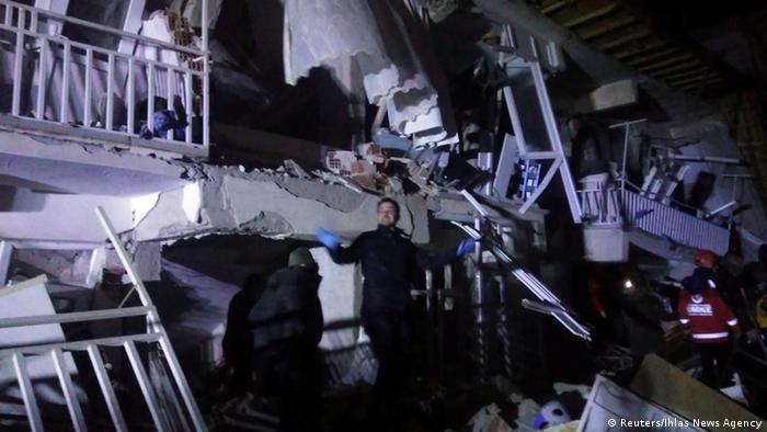 Власти Турции сообщили о 14 погибших в результате землетрясения