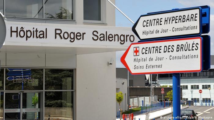 Fachada de hospital na França