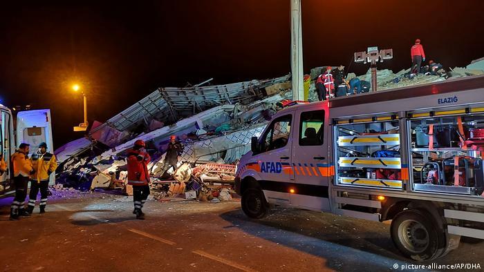 Рятувальники продовжують шукати постраждалих від землетрусу на сході Туреччини