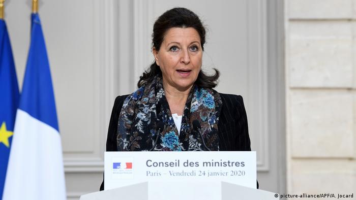 Frankreich Gesundheitsministerin Agnes Buzyn nach bestätigten Coronavirusfällen (picture-alliance/APF/A. Jocard)