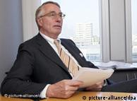 Βολφ Κλιντς, πρ. της ειδικής επιτροπής της Ευρωβουλής  για την χρηματοπιστωτική και οικονομική κρίση