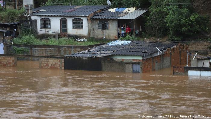 Inundação após fortes chuvas no município de Sabará, Minas Gerais, em foto de 24 de janeiro