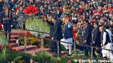 26.01.2020+++Neu Delhi, Indien+++ India's Prime Minister Narendra Modi waves next to Brazil's President Jair Bolsonaro and India's President Ram Nath Kovind as they arrive to attend India's Republic Day parade in New Delhi, India, January 26, 2020. REUTERS/Altaf Hussain