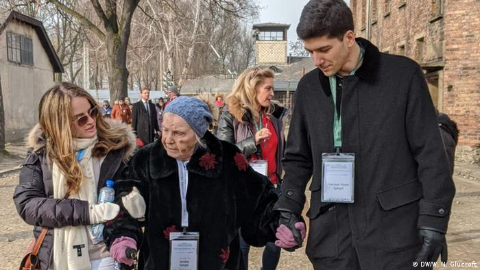 Jeanette Spiegel with relatives walking at Auschwitz on the 75th anniversary of the camp's liberation (DW/W. N. Glucroft)