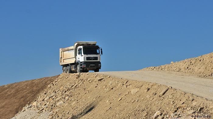 Türkei Stadt Bolu Bauarbeiten Autobahn