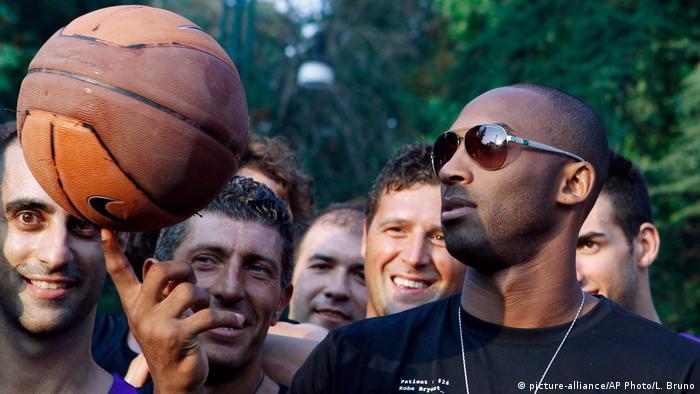 Kobe in Milan (picture-alliance/AP Photo/L. Bruno)