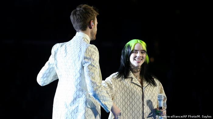 62. Grammy-Auszeichnungen | Finneas O'Connell und Billie Eilish (picture-alliance/AP Photo/M. Sayles)