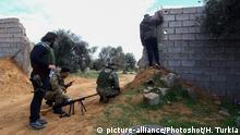 12.01.2020 (200112) -- TRIPOLI, Jan. 12, 2020 () -- Fighters of UN-backed government forces observe the eastern-based army in Southern Tripoli, Libya, on Jan. 12, 2020. Libya's UN-backed government and the eastern-based army on Sunday accused each other of breaching the cease-fire in southern Tripoli. (Photo by Hamza Turkia/) |
