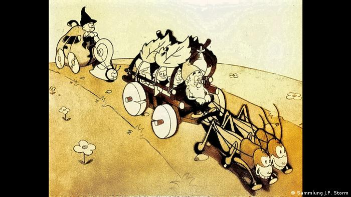 Dwarves rolling along in a carriage across fields in the animated film Die Wiesenzwerge (Sammlung J.P. Storm)