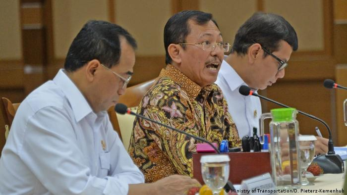 Rapat kementerian di Indonesia terkait virus corona (Ministry of Transportation/D. Pieterz-Kemenhub)