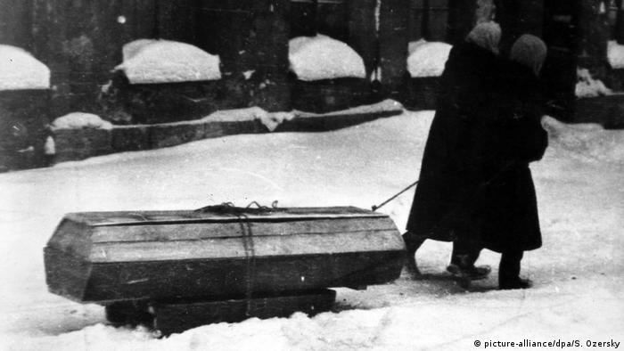 Zweiter Weltkrieg WWII Leningrad Sieg (picture-alliance/dpa/S. Ozersky)