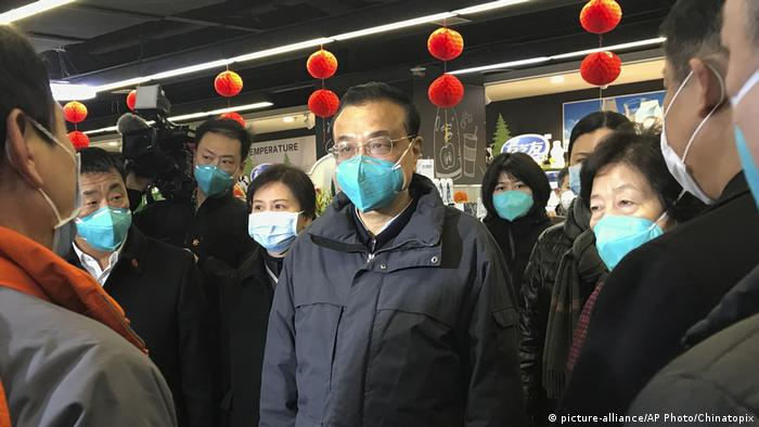 Prime Minister Li Keqiang wearing a mask in Wuhan