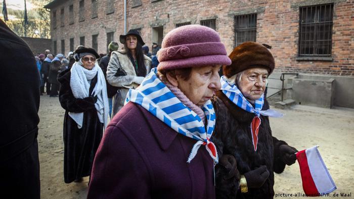 Колишні в'язні концентраційного табору та їхні родини