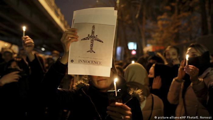 Iran Gedenken Abschuss ukrainisches Flugzeug (picture-alliance/AP Photo/E. Noroozi)