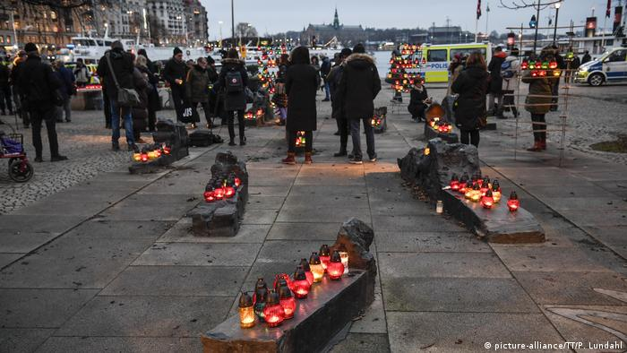 Candles in Sweden (picture-alliance/TT/P. Lundahl)