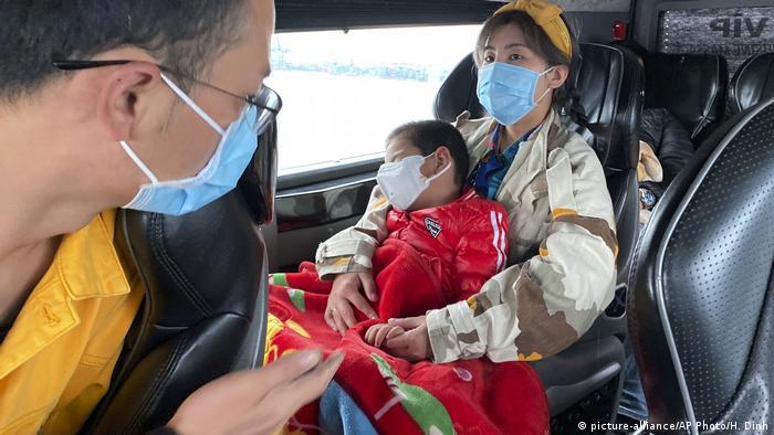 Пассажиры автобуса во Вьетнаме
