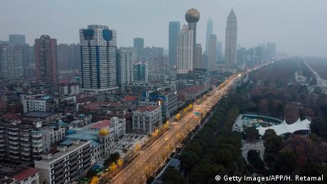 Ewakuacja z miasta trwa/ Wuhan (Getty Images/AFP/H. Retamal)