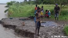 Einwohner von Maganja da Costa in der mosambikanischen Provinz Zambézia, die von Überschwemmungen betroffen ist. Schlagwörter: Mosambik, Maganja da Costa, Zambezia, Überschwemmung, Regen, Regenzeit. Datum: 28.01.2020. Ort: Maganja da Costa, Zambézia, Mosambik. Rechte: Marcelino Mueia, Korrespondent der Deutschen Welle
