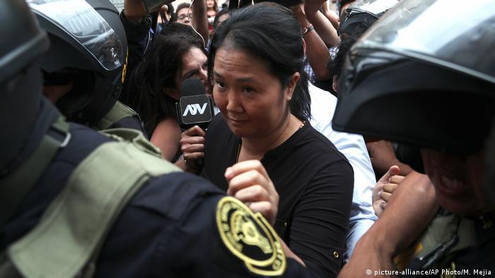 Keiko Fujimori saiu detida no tribunal em Lima