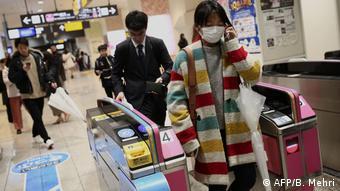 Foto de personas japonesas en Tokio.