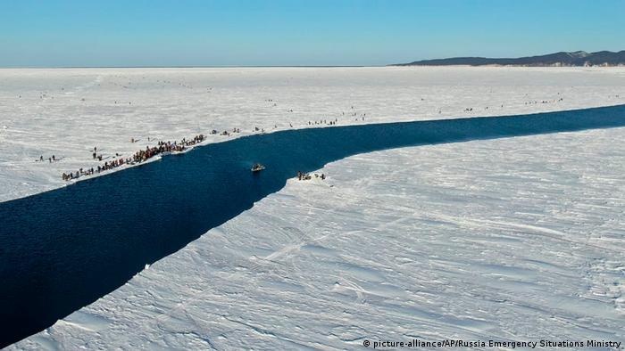 Russland 536 Eisfischer gerettet