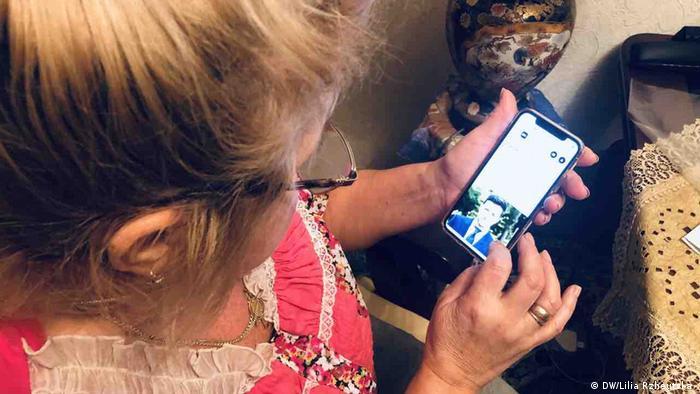 Украинская пенсионерка со смартфоном