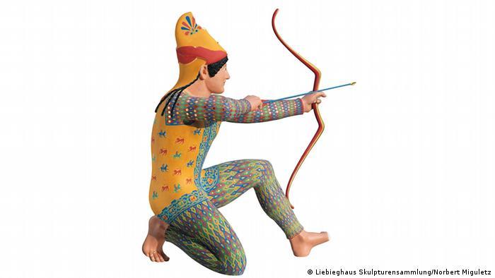 Colorful statue of an archer (Foto: Liebieghaus Skulpturensammlung/Norbert Miguletz)