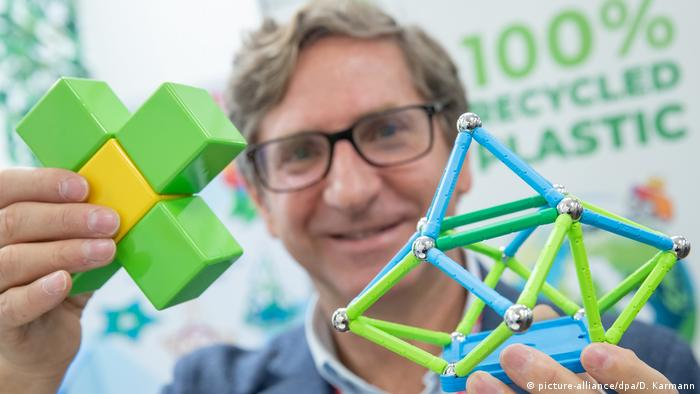 Детские игрушки-магниты из переработанного пластика