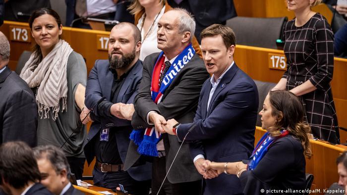Британские депутаты прощаются с Европарламентом