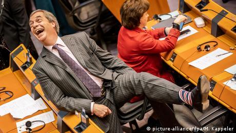 """Αποχωρεί """"σχεδόν"""" από την πολιτική ο Νάιτζελ Φάρατζ"""